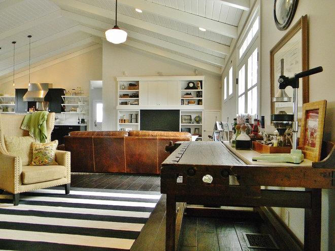 Farmhouse Family Room by Kimberley Bryan