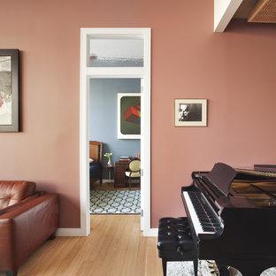 Diseño de sala de estar contemporánea con paredes rosas