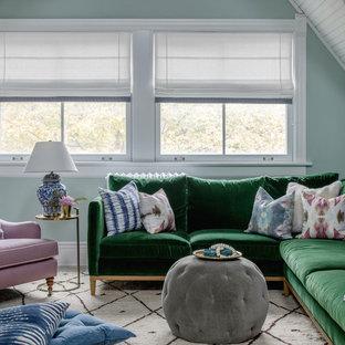Foto di un soggiorno chic di medie dimensioni e aperto con pareti verdi, nessun camino, nessuna TV e pavimento grigio