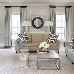Ejemplo de sala de estar abierta, clásica renovada, de tamaño medio, con paredes beige y moqueta