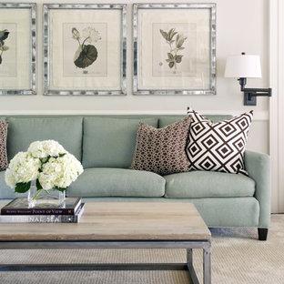 Immagine di un soggiorno classico di medie dimensioni e aperto con pareti beige e moquette