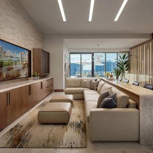 Diseño de sala de estar abierta, actual, sin chimenea, con paredes blancas, televisor colgado en la pared y suelo blanco
