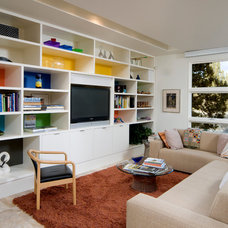 Modern Family Room by Sun Forest Construction