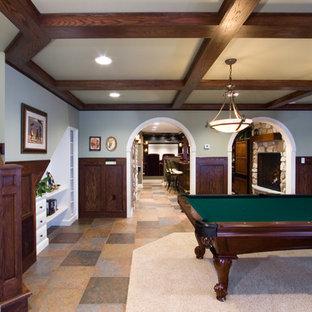 他の地域の大きいトラディショナルスタイルのおしゃれなファミリールーム (グレーの壁、セラミックタイルの床、オレンジの床、ゲームルーム、標準型暖炉、石材の暖炉まわり、テレビなし) の写真