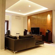 Tropical Family Room by Biraprana Ciptaguna