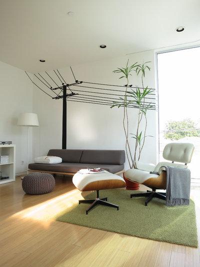 Modern Family Room by ras-a, inc.