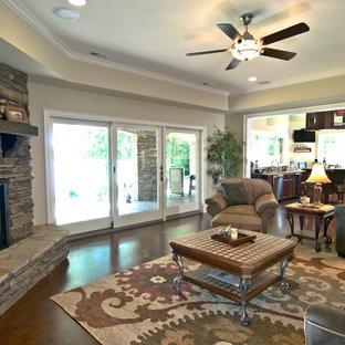 シャーロットの広いコンテンポラリースタイルのおしゃれなオープンリビング (ベージュの壁、濃色無垢フローリング、コーナー設置型暖炉、石材の暖炉まわり、テレビなし、茶色い床) の写真
