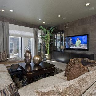 Ispirazione per un soggiorno classico di medie dimensioni e chiuso con angolo bar, pareti grigie, pavimento in terracotta, nessun camino, TV a parete e pavimento beige