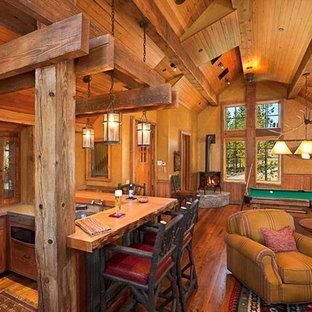 Foto di un soggiorno american style aperto con sala giochi, parquet chiaro, camino ad angolo, cornice del camino in metallo e pareti beige