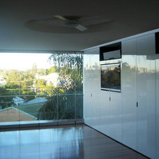 Contemporary Family Room by Nutide Constructions Pty Ltd