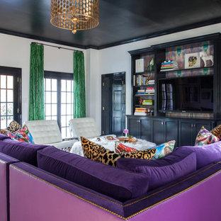 Idee per un soggiorno eclettico aperto con pareti bianche, moquette e parete attrezzata