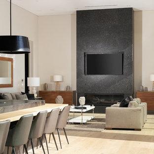 Foto de sala de estar abierta, moderna, pequeña, con paredes blancas, suelo de madera clara, chimenea lineal y televisor colgado en la pared