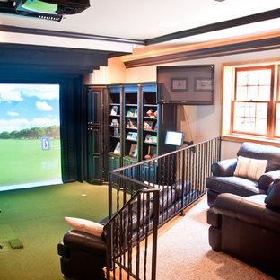 Foto di un grande soggiorno chic chiuso con sala giochi, pareti beige, moquette, nessun camino e parete attrezzata