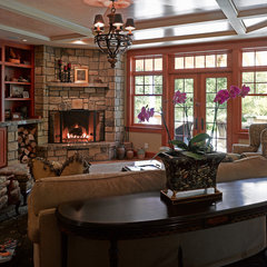traditional family room by 2fORM Architecture