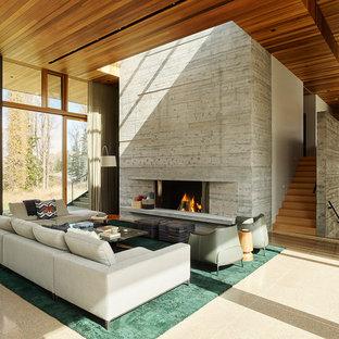 ジャクソンのインダストリアルスタイルのおしゃれなファミリールーム (標準型暖炉、コンクリートの暖炉まわり) の写真