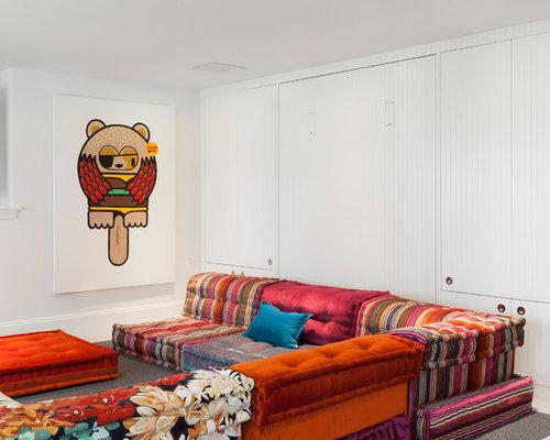 Maritime Wohnzimmer-Ideen mit weißen Wänden, Teppichboden und Wand