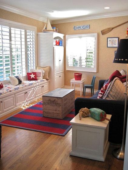 traditional family room by Linda Rosen Interiors