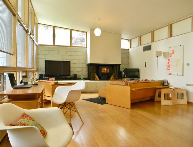Midcentury Family Room by Kimberley Bryan