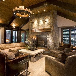 ミネアポリスのラスティックスタイルのおしゃれなファミリールーム (石材の暖炉まわり) の写真