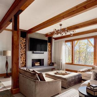 Ispirazione per un grande soggiorno rustico chiuso con pareti bianche, moquette, camino classico, cornice del camino in intonaco e TV a parete