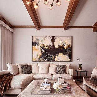 シャーロットの大きいミッドセンチュリースタイルのおしゃれな独立型ファミリールーム (白い壁、カーペット敷き、壁掛け型テレビ) の写真