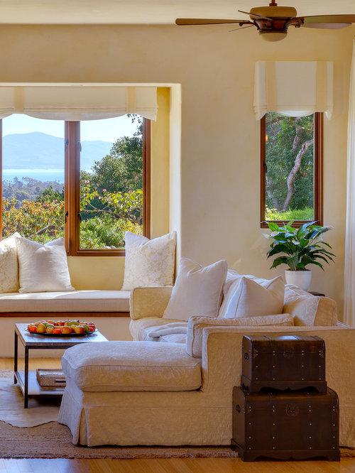 mediterrane wohnzimmer mit bambusparkett ideen design bilder houzz. Black Bedroom Furniture Sets. Home Design Ideas