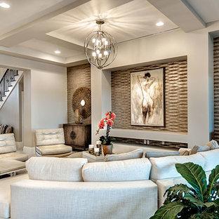 Großes, Fernseherloses, Offenes Mediterranes Wohnzimmer ohne Kamin mit grauer Wandfarbe und Keramikboden in Miami