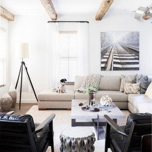 Immagine di un soggiorno rustico con pareti bianche, parquet scuro e nessun camino