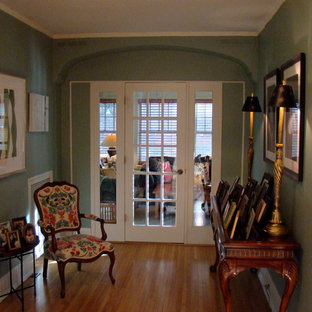 Example of a classic family room design in Minneapolis