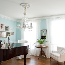 Beach Style Family Room by Kristie Barnett, The Decorologist
