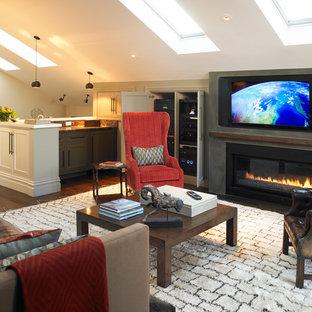Aménagement d'une salle de séjour mansardée ou avec mezzanine classique avec un mur beige, un sol en bois foncé, un manteau de cheminée en béton, un téléviseur fixé au mur et une cheminée ribbon.