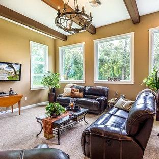 Esempio di un soggiorno stile americano di medie dimensioni e aperto con pareti nere, moquette, nessun camino e TV a parete