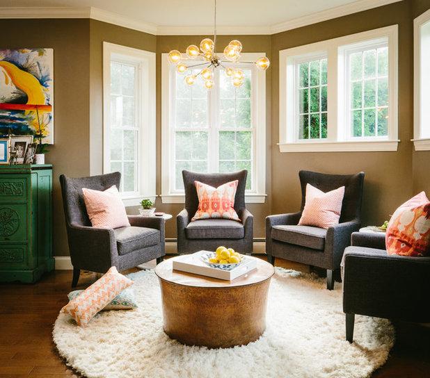 Clásico renovado Sala de estar by Holly Hickey Moore