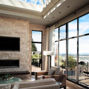 ポートランドの中サイズのコンテンポラリースタイルのおしゃれなファミリールーム (標準型暖炉、レンガの暖炉まわり、壁掛け型テレビ) の写真