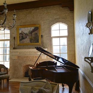 インディアナポリスの大きいトラディショナルスタイルのおしゃれなオープンリビング (ミュージックルーム、無垢フローリング、標準型暖炉、石材の暖炉まわり、テレビなし、マルチカラーの壁、茶色い床) の写真