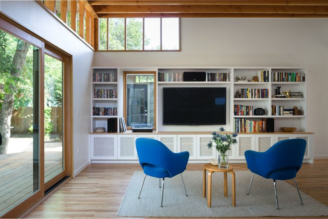 Family Room by Murray Legge Architecture