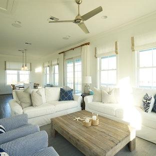 Immagine di un soggiorno costiero di medie dimensioni e aperto con pareti bianche, pavimento in vinile, camino lineare Ribbon e TV a parete