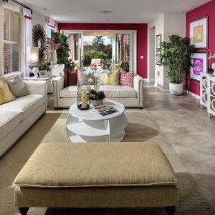 Ejemplo de sala de estar abierta, actual, grande, sin chimenea, con paredes rosas, suelo de baldosas de porcelana y televisor colgado en la pared