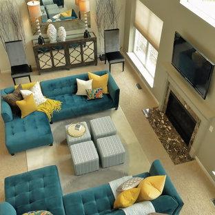 Неиссякаемый источник вдохновения для домашнего уюта: большая открытая гостиная комната в стиле современная классика с белыми стенами, ковровым покрытием, стандартным камином, фасадом камина из дерева и телевизором на стене