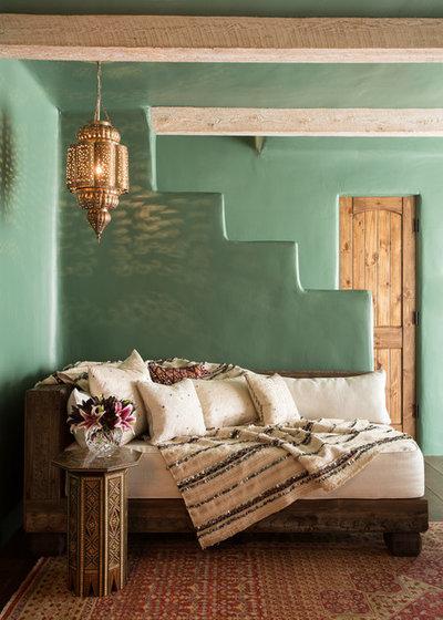 サウスウェスタン ファミリールーム by Chandler Prewitt Interior Design