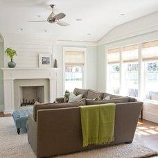 Family Room by Tiek Built Homes