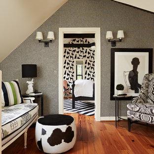 ミネアポリスの中サイズのトラディショナルスタイルのおしゃれなロフトリビング (無垢フローリング、マルチカラーの壁、オレンジの床、暖炉なし、テレビなし) の写真