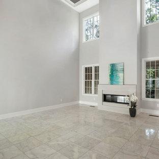 Foto di un soggiorno minimal con pareti grigie, pavimento in marmo, camino classico, pavimento bianco e soffitto a cassettoni
