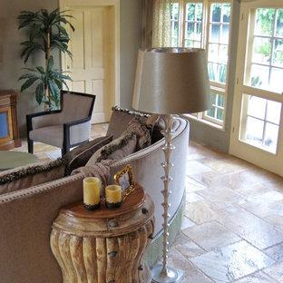 ロサンゼルスの大きいトランジショナルスタイルのおしゃれなファミリールーム (ホームバー、緑の壁、トラバーチンの床、コーナー設置型暖炉、石材の暖炉まわり、壁掛け型テレビ) の写真