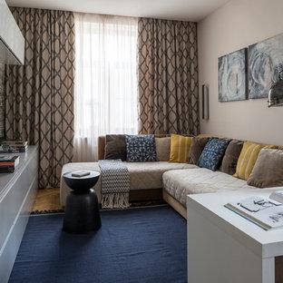 Идея дизайна: гостиная комната среднего размера в современном стиле с серыми стенами, светлым паркетным полом и коричневым полом