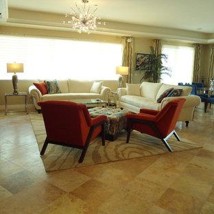 Esempio di un soggiorno tradizionale di medie dimensioni e aperto con pavimento in marmo, parete attrezzata e pavimento beige
