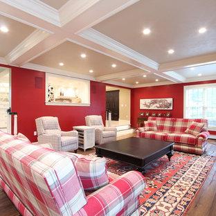 Modelo de sala de estar cerrada, clásica renovada, grande, con paredes rojas, suelo de madera en tonos medios, chimenea tradicional, marco de chimenea de baldosas y/o azulejos, televisor colgado en la pared y suelo marrón