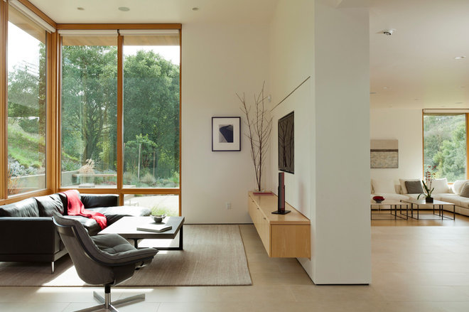 Modern Family Room by Swatt   Miers Architects