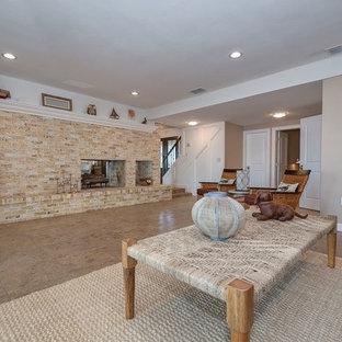 オーランドの大きいビーチスタイルのおしゃれなオープンリビング (ベージュの壁、トラバーチンの床、両方向型暖炉、レンガの暖炉まわり、ベージュの床) の写真