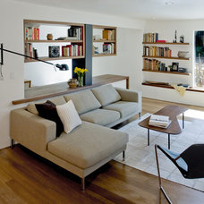 Modern Family Room by atelier KS